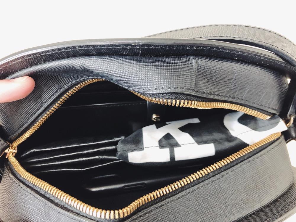 ハーフムーンバッグに長財布を入れると