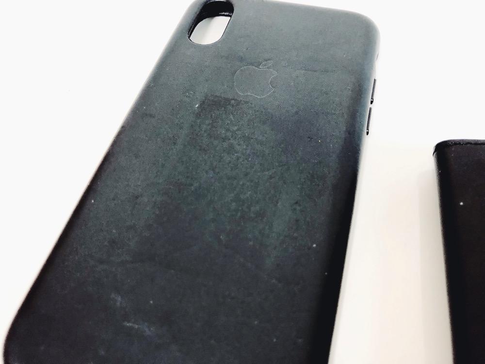手ぶら財布を貼っているiPhoneケース2